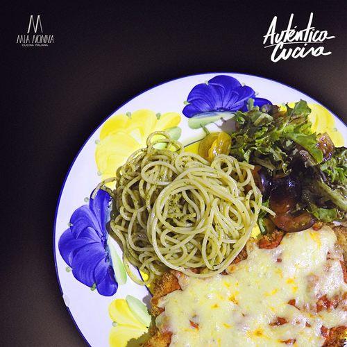 0654 plato de la semana milanesa de pollo con pasta al pesto de mia nonna