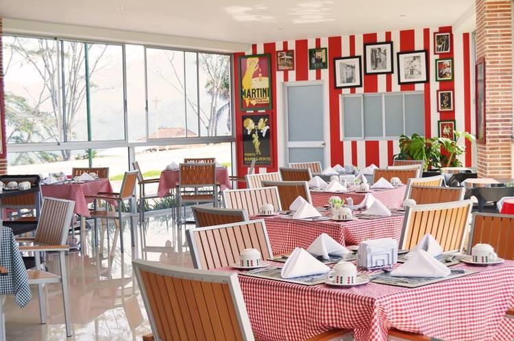 3654 fontana di trevi restaurante italiano ubicado en el corazon de ruitoque