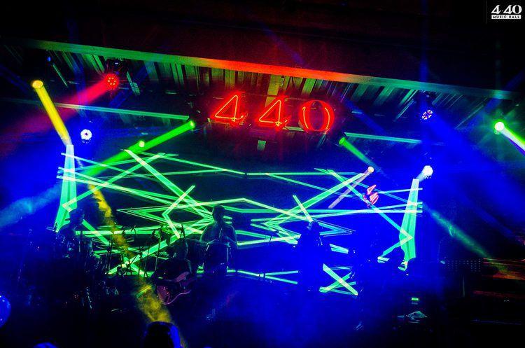 4.40 MUSIC HALL